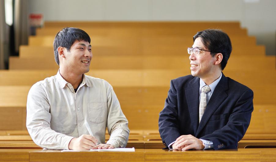 私立大学では数少ない、「教育学」を専門的に学ぶことができる教育学部。