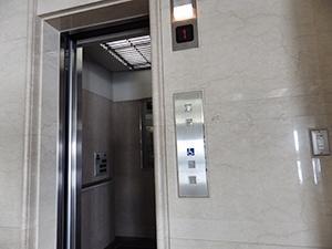 大学本館(5号館) 車いす対応エレベーター