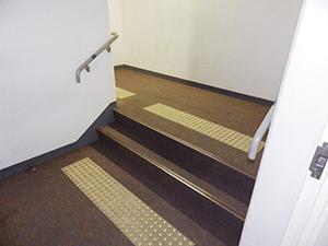 階段点字ブロック(学内各所)