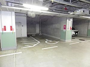 本館(5号館)地下 身障者専用駐車スペース
