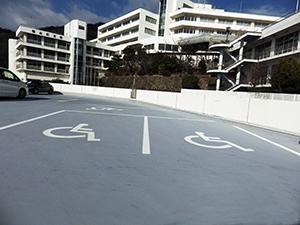 屋外駐車場 身障者専用駐車スペース